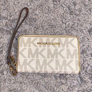 SEND AN OFFER!!! Michael Kors Wristlet/Wallet!